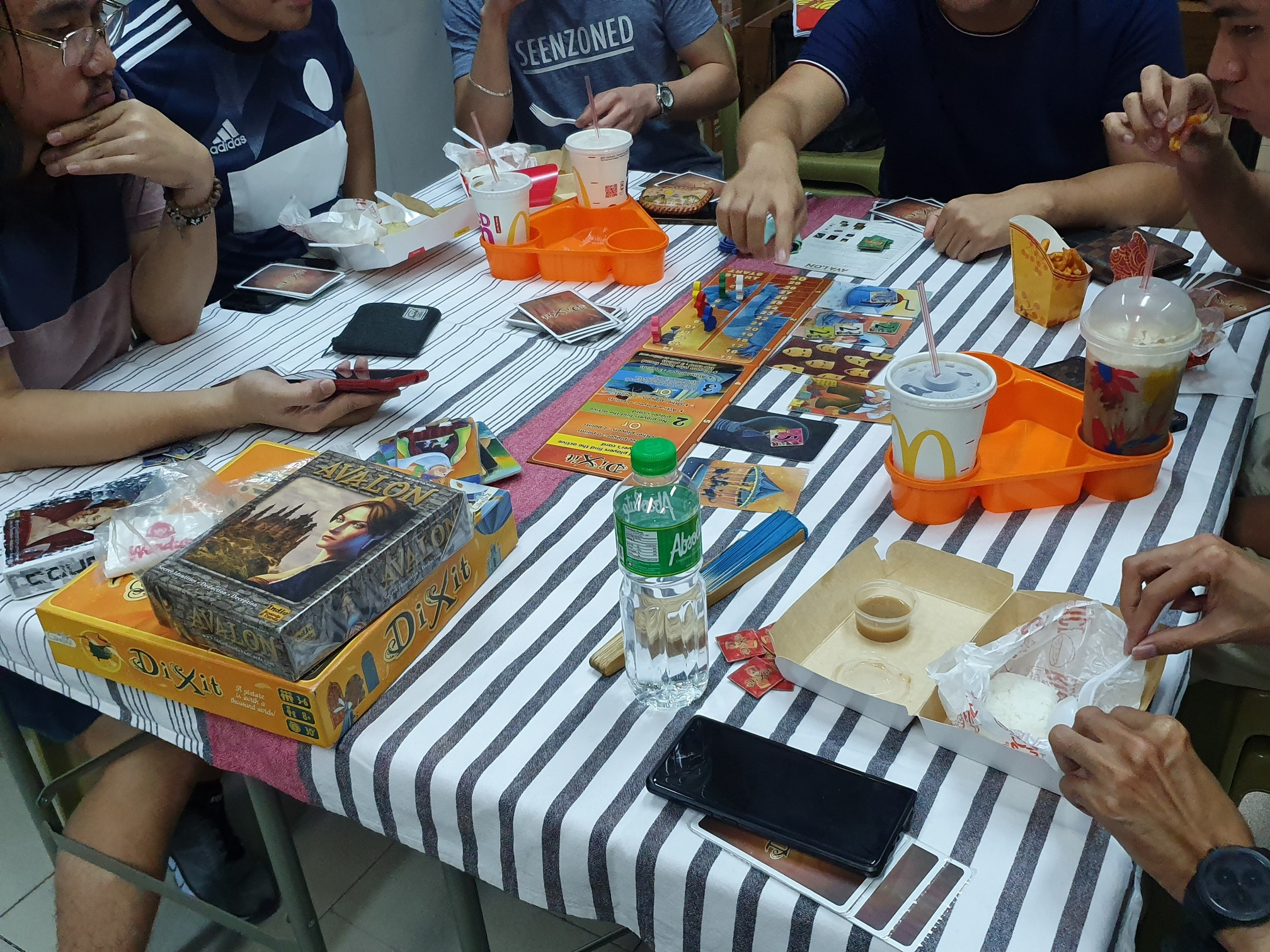 roll play game lounge - candybar merchant stories - customers enjoying their meal